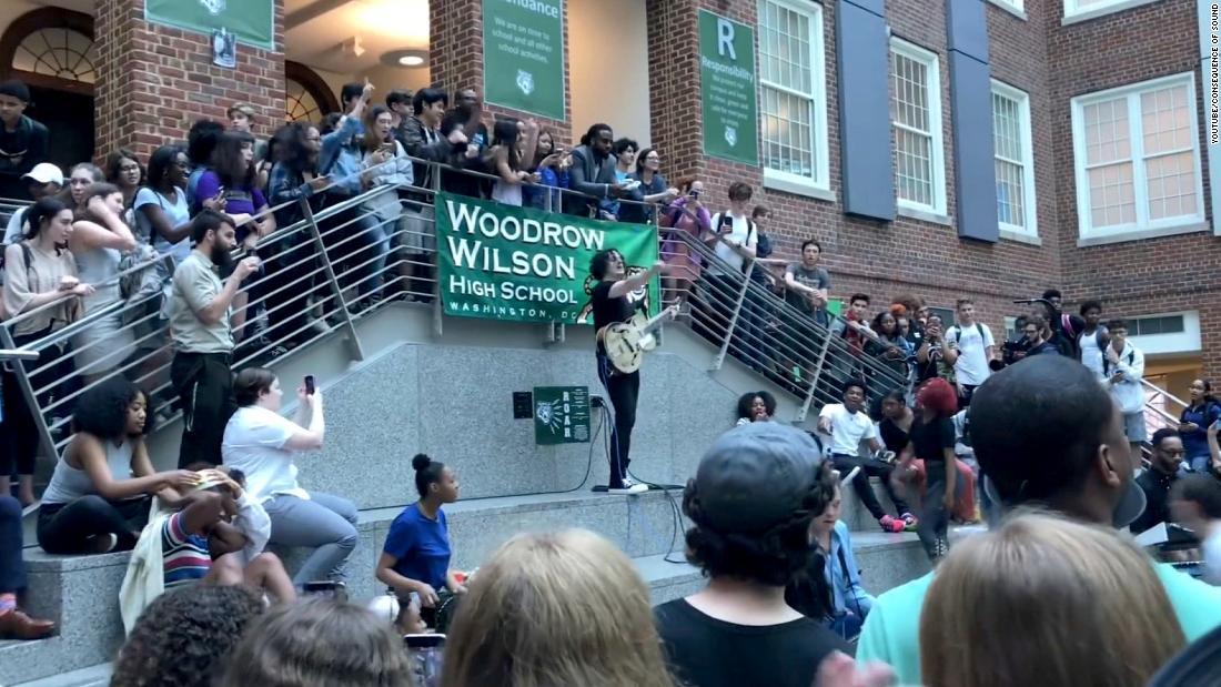 Rocker Jack White surprises HS with concert