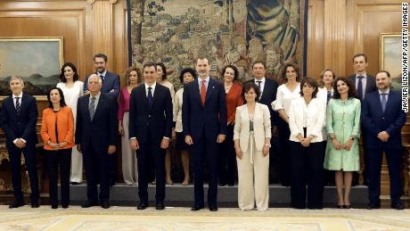 The new Spanish government's ministers pose with the country's newly installed prime minister Pedro Sánchez and King Felipe VI after the taking oath of office at La Zarzuela palace in Madrid on Thursday.