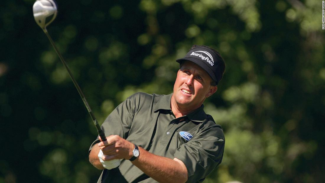 Left-hander Mickelson was the reigning Masters champion and was bidding to win the US Open for a first time after two runner-up spots.