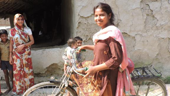 Every day, Rajni cycles 40 miles to get to college and cotinue her studies.