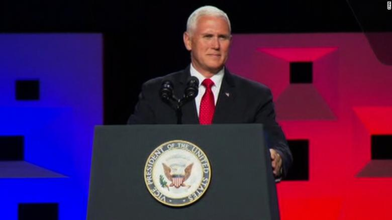 Pence praises Trump during evangelical event