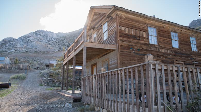 There are 22 buildings o­n the site of Cerro Gordo.