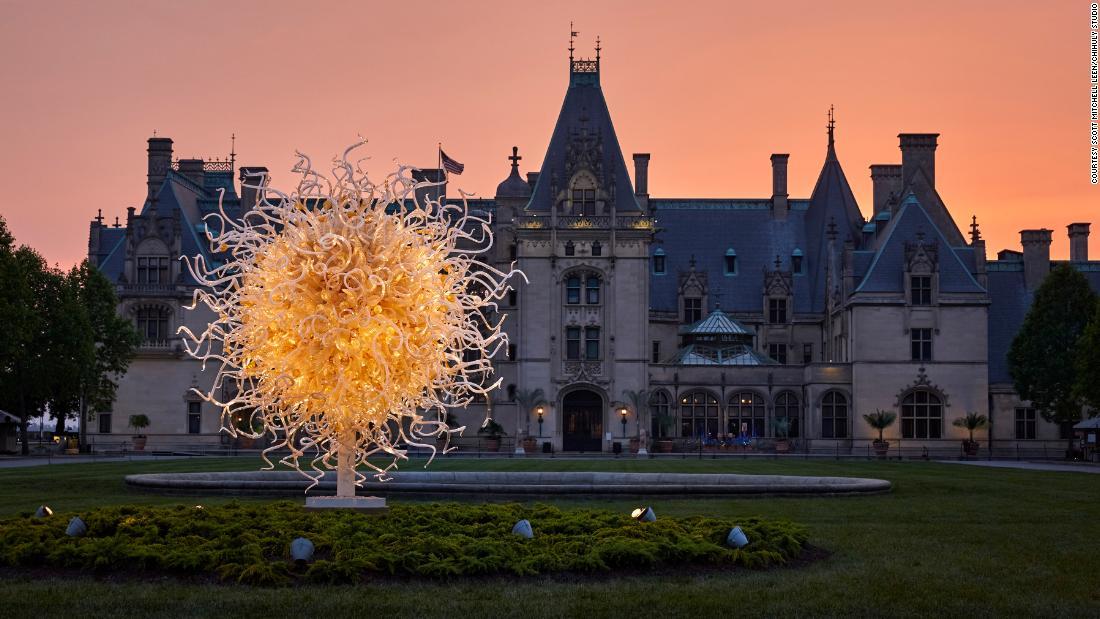 Chihuly sculpture lights up Biltmore estate