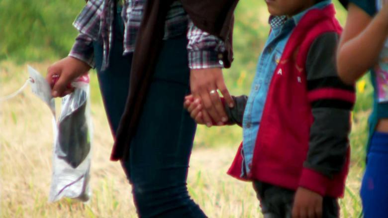 dhs family separation mexico border lavandera dnt ac_00001408
