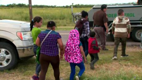 dhs family separation mexico border lavandera dnt ac_00011420
