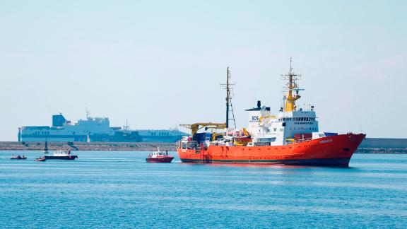 The Aquarius rescue ship enters the port of Valencia on June 17, 2018. - The 630 migrants whose rescue sparked a major migration row in Europe began disembarking in Spain after a turbulent week that saw Italy turn away the Aquarius ship. (Photo by Pau Barrena / AFP)        (Photo credit should read PAU BARRENA/AFP/Getty Images)