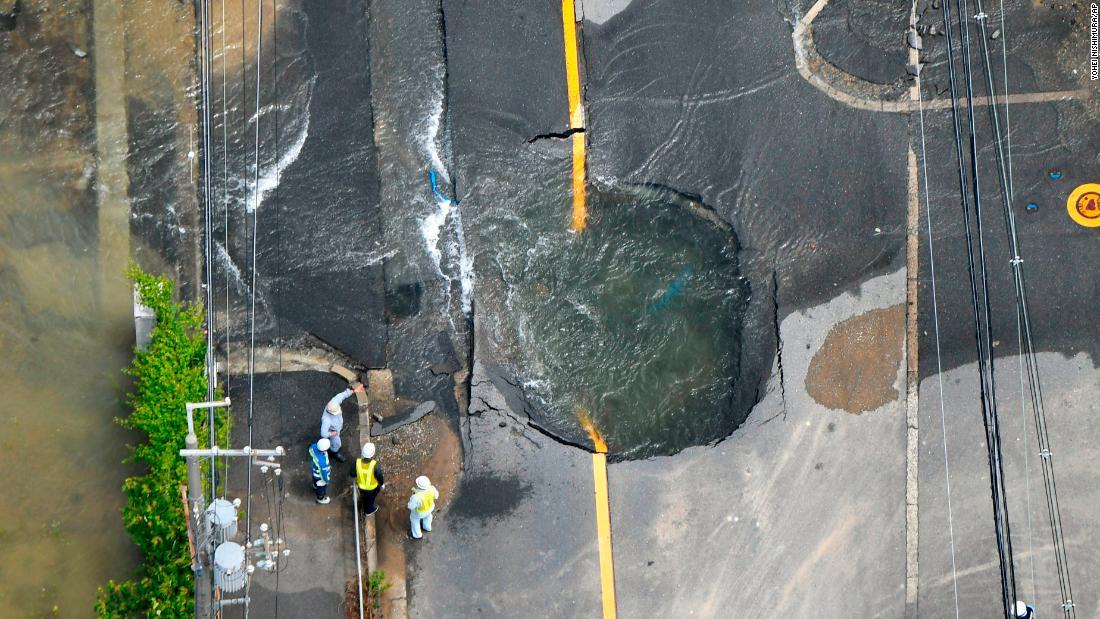 Strong quakes hit Japan, Guatemala