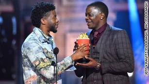 Chadwick Boseman gives his MTV award to Waffle House hero