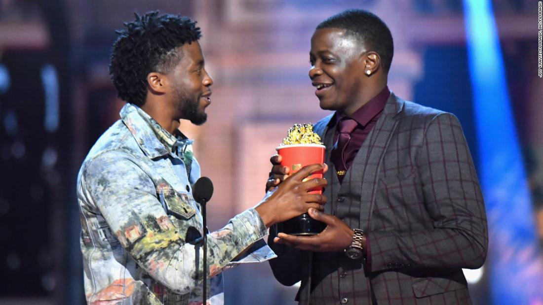 Chadwick Boseman gives his MTV award to Waffle House hero