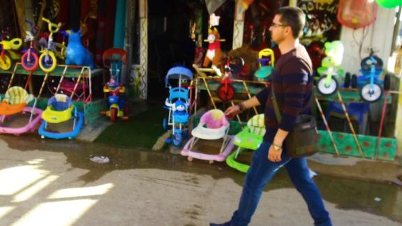 A day in the life of an artist-turned-barber Syrian refugee living in the Zaatari Refugee Camp in Jordan.