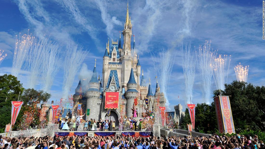 Disneyland und Disney World in der Nähe wegen Ausbruch
