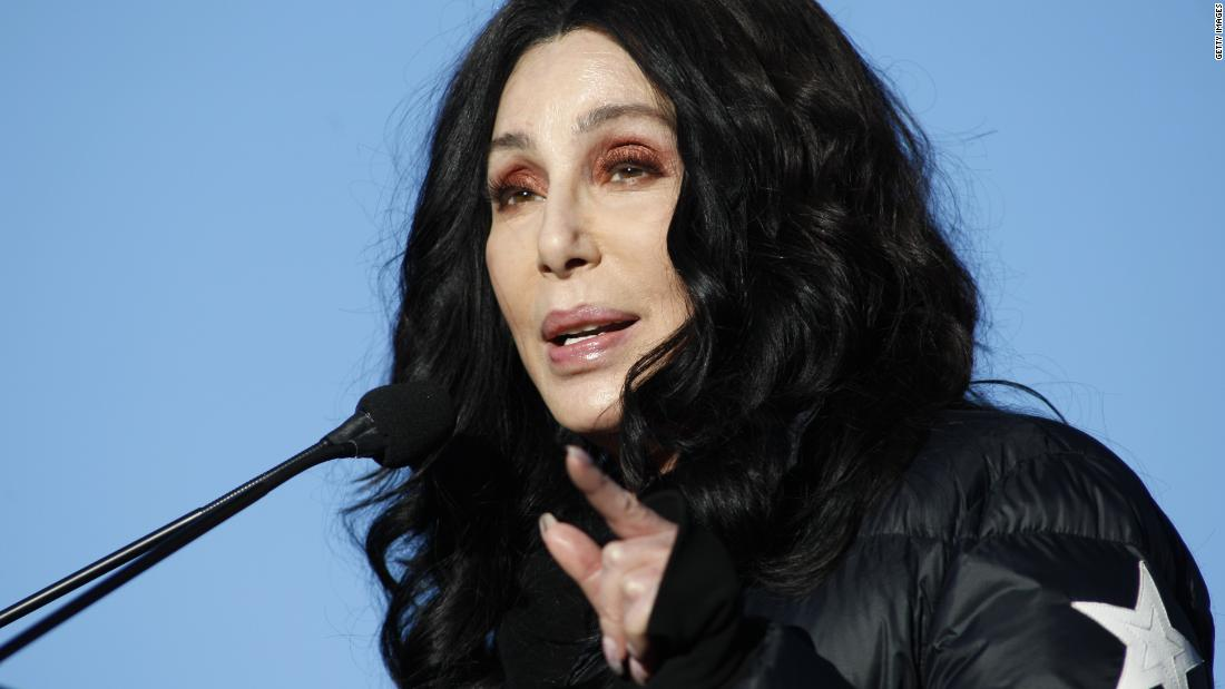Cher avoids Trump question, does this instead