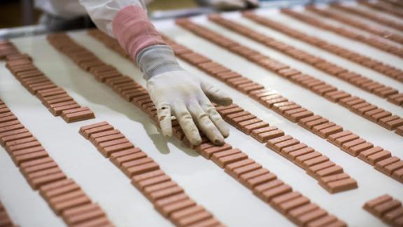In this picture taken on August 24, 2017, a Japanese worker checks the strawberry flavour KitKat bars on a production line at the KitKat factory in Inashiki, Ibaraki prefecture, northeast of Tokyo. KitKats have been around in Britain since 1935 and only arrived in Japan in 1973, but the Japanese market has a crucial unique selling point -- a huge variety of different flavours. / AFP PHOTO / Behrouz MEHRI / TO GO WITH Japan-food-consumers by Anne Beade        (Photo credit should read BEHROUZ MEHRI/AFP/Getty Images)