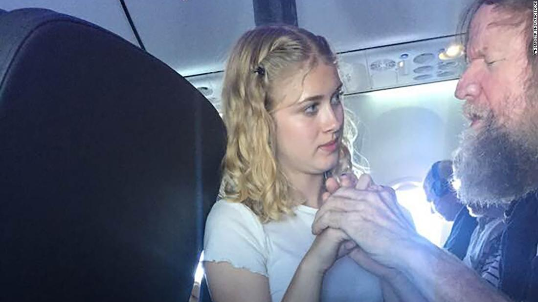 Teenager uses sign language to communicate with blind and deaf man during flight