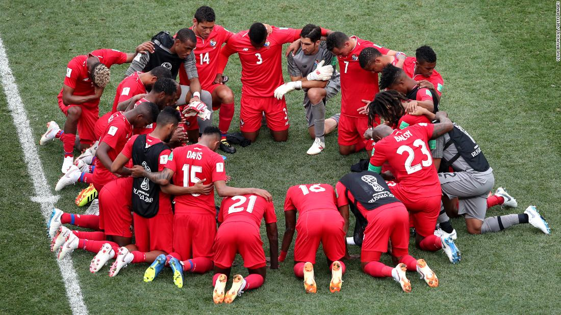 Panama players gather after their defeat.