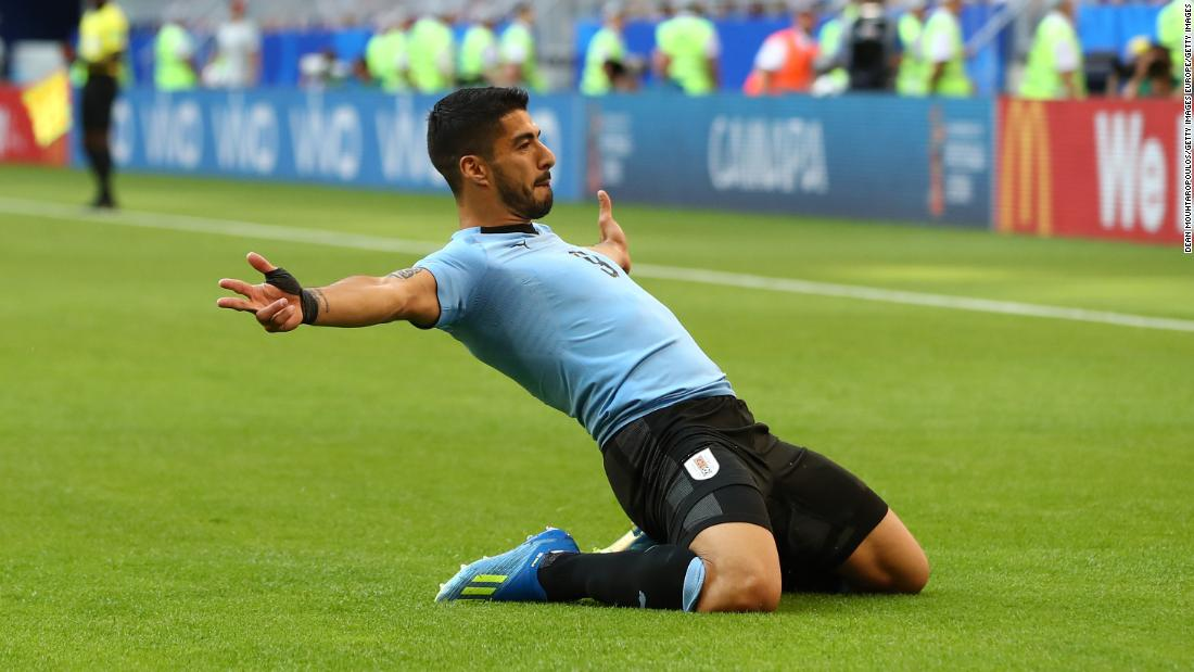 Luis Suarez scores as Uruguay tops Group A with victory ...