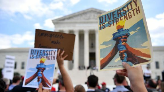 People protest the Muslim travel ban outside of the US Supreme Court in Washington, DC on June 26, 2018. - The US Supreme Court on Tuesday upheld President Donald Trump