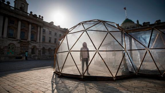 "In the London dome, visitors are exposed to moderate levels of nitrogen dioxide and a specially crafted scent called ""Living Diesel."""