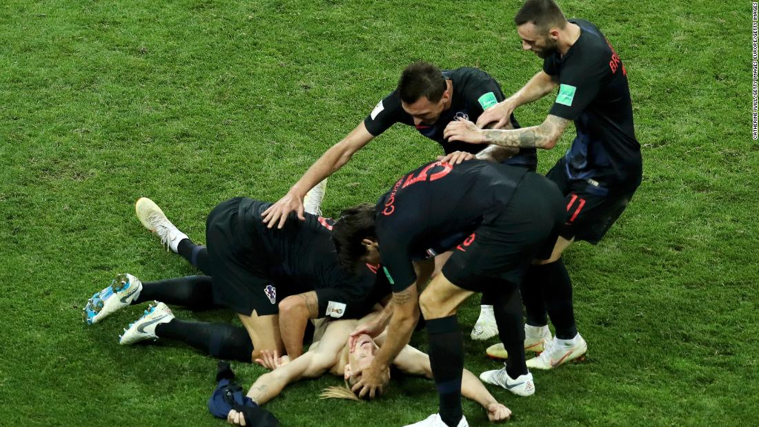 Croatia breaks Russian hearts, eliminating World Cup host on penalties