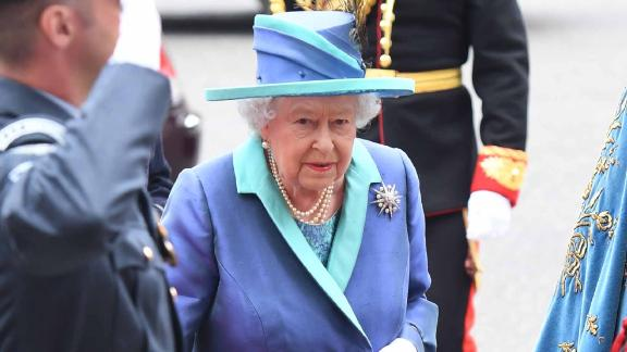 When attending an event, guests should not leave before Queen Elizabeth does.