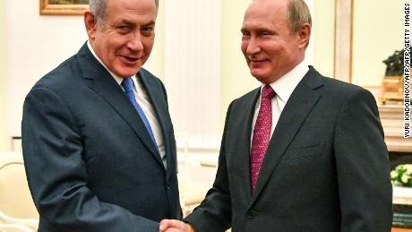 Russian President Vladimir Putin (R) shakes hands with Netanyahu at their meeting in the Moscow Kremlin on 11 July. [19659018] Russian President Vladimir Putin (R) shakes hands with Netanyahu at their July 11 meeting in the Kremlin.