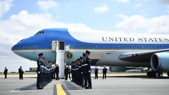 US President Donald Trump (C) and US First Lady Melania Trump are greeted by an honour guard of Royal Air Force personnel after disembarking Air Force One at Stansted Airport, north of London on July 12, 2018, as he begins his first visit to the UK as US president. - The four-day trip, which will include talks with Prime Minister Theresa May, tea with Queen Elizabeth II and a private weekend in Scotland, is set to be greeted by a leftist-organised mass protest in London on Friday. (Photo by Brendan Smialowski / AFP)        (Photo credit should read BRENDAN SMIALOWSKI/AFP/Getty Images)