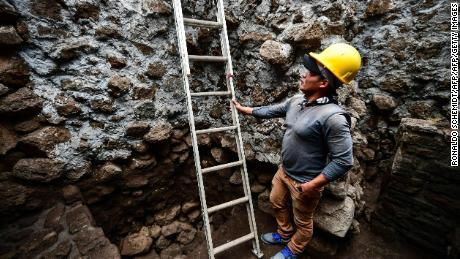 Deadly Mexico quake unearths ancient temple