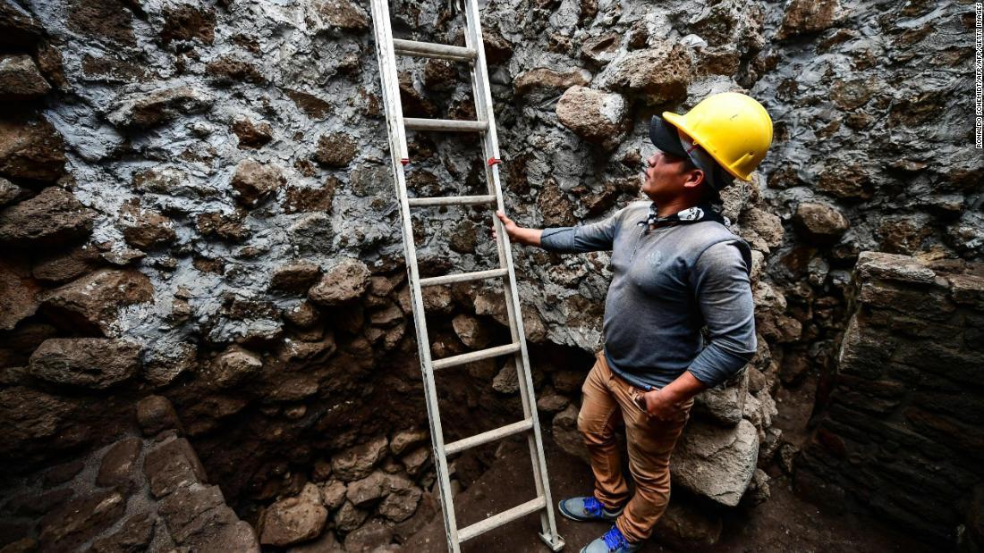 Mexico quake unearths ancient temple