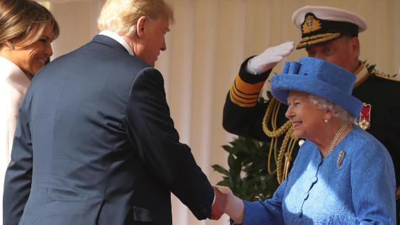 "US First Lady Melania Trump (L) stands by as US President Donald Trump (2L) shakes hands with Britain's Queen Elizabeth II (R) on the dias as they arrive at Windsor Castle in Windsor, west of London, on July 13, 2018 for an engagement on the second day of Trump's UK visit. - US President Donald Trump launched an extraordinary attack on Prime Minister Theresa May's Brexit strategy, plunging the transatlantic ""special relationship"" to a new low as they prepared to meet Friday on the second day of his tumultuous trip to Britain. (Photo by Chris Jackson / POOL / Getty Images)        (Photo credit should read CHRIS JACKSON/AFP/Getty Images)"