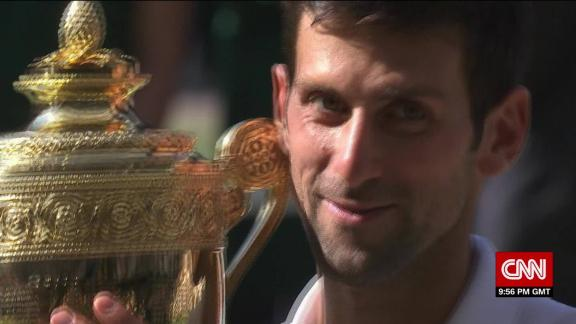 Djokovic breaks through to earn 4th Wimbledon title_00010515.jpg