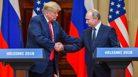 US President Donald Trump (L) and Russia