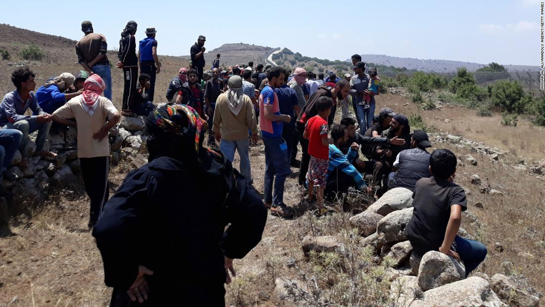 Syrians fleeing Assad's forces turned away by Israeli soldiers