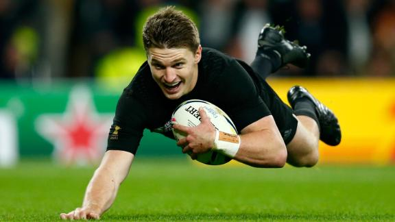 New Zealand became the first side to retain the Rugby World Cup after defeating Australia 34-17 in the final at Twickenham Stadium.