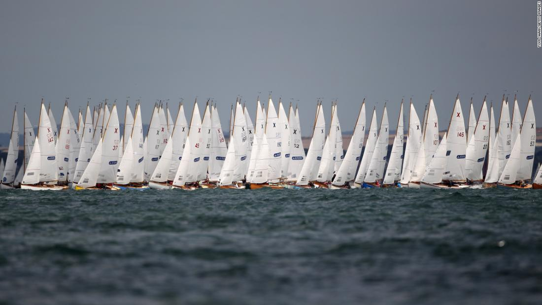 While the regatta has evolved since 1826, several classes that were raced more than 50 years ago are still racing today, including: Dragons, Flying Fifteens, Redwings, Sea View Mermaids, Solent Sunbeams, Swallows, Victories and X-one-designs.