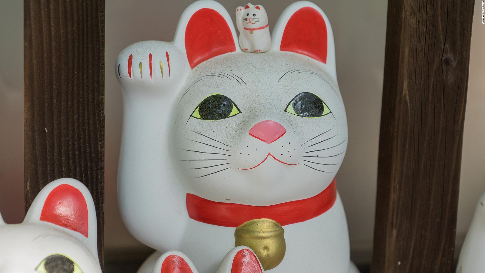 Maneki Neko The Waving Cats Tokyo Temple Of Origin Cnn Travel