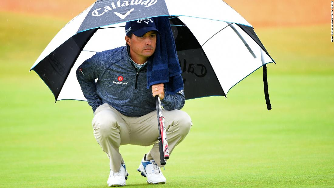 Kisner reads a green on Friday.