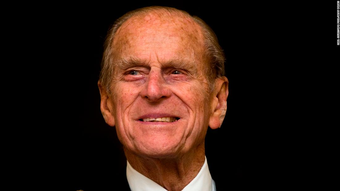 Prince Philip 'voluntarily' gives up driving following car crash