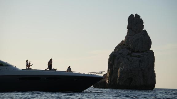 The rocky outcrop at the entrance to Cala Benirras which looks uncannily like Queen Victoria on her throne.