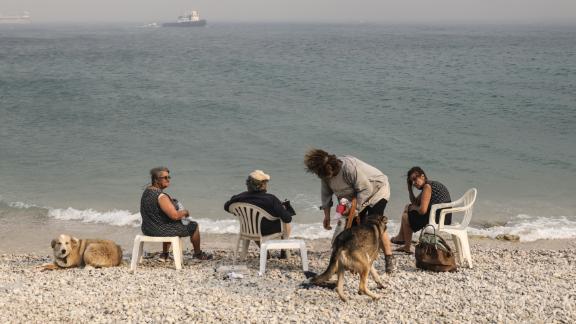 People escape to the seaside in Kineta.