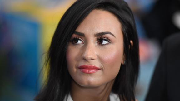 Actress and singer Demi Lovato attends International Day of Happiness in conjunction with SMURFS: THE LOST VILLAGE at the United Nations Headquarters on March 18, 2017 in New York City. / AFP PHOTO / ANGELA WEISS        (Photo credit should read ANGELA WEISS/AFP/Getty Images)