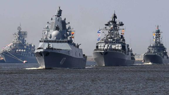 Russian navy ships, among them Russian Navy Frigate 'Admiral Gorshkov (2L), sail near Kronshtadt naval base outside Saint Petersburg on July 20, 2018, (Photo by OLGA MALTSEVA / AFP)