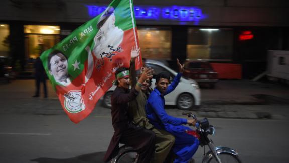 Supporters of Pakistan's cricketer-turned-politician Imran Khan celebrate in Rawalpindi on July 25, 2018.