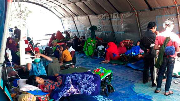 Earthquake survivors receive medical treatment at a temporary shelter in Sembalun, East Lombok, on Monday.