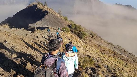 A photo shared by Anuwat Kongko, a 28-year-old hiker from Thailand who was on top of Mount Rinjani when the earthquake hit.