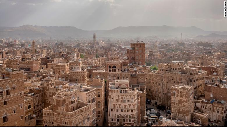Yemen: Rare drone footage capt...