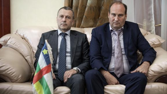 Valeriy Zakharov, special security advisor to the CAR resident (R), with Russian embassy official  Victor Tokmakov, in August 2018.