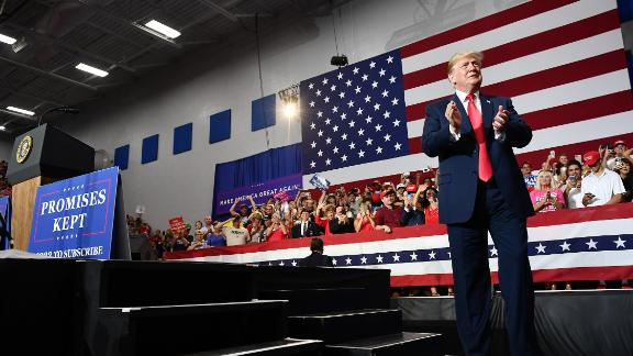 US President Donald Trump claps during a rally at Olentangy Orange High School in Lewis Center, Ohio, on August 4, 2018. (MANDEL NGAN/AFP/Getty Images)