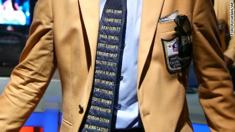 A closer look at Moss' tie.