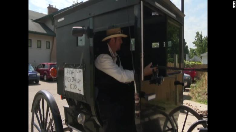 Amish man offers Uber rides via his horse and buggy