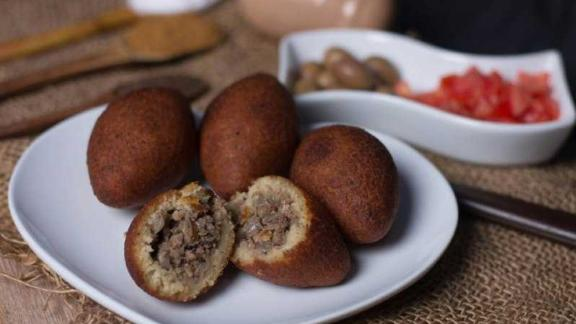 The app offers traditional Libyan dishes as well as global cuisine. These are kibbeh, a Middle Eastern specialty that usually contain meat and seasonings.